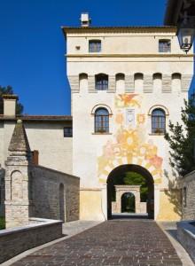 Sbirciando all'interno del Borgo Fortificato