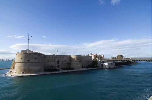 Taranto - Castello aragonese e ponte girevole
