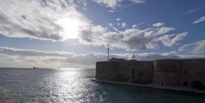 Castello aragonese controluce