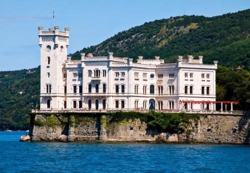 Trieste - Miramare: bianco sul blu, contro il verde