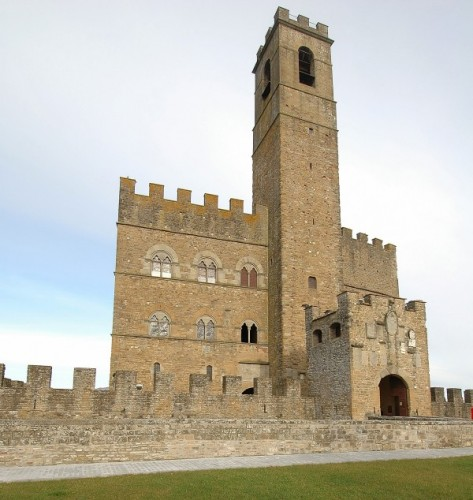 Poppi - Il Castello guarda la valle