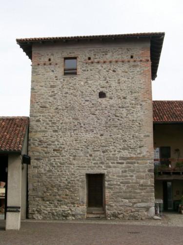 Cucciago - La torre degli Alciati