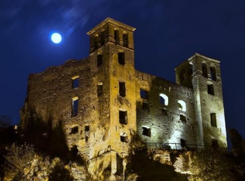 """Dolceacqua - """"anche la luna guarda il Castello Doria"""""""