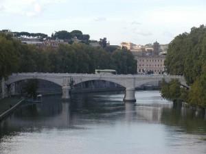 Sguardo sul Tevere : Ponte Mazzini e palazzi della via Giulia