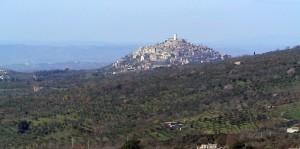 la visione di Palombara Sabina scendendo dal monte Gennaro