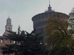 Il castello Sforzesco immerso nel verde