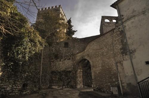 Torre Cajetani - Entrata alla parte antica del paese a guardia della torre