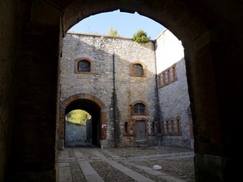 Pornassio - entrando nel forte.......