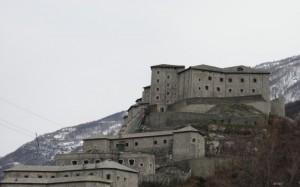 il famoso castello di Bard Stich di 2 foto