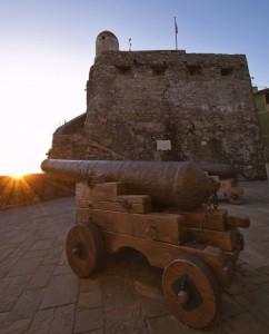 """"""" Castel Dragone ed i suoi cannoni """""""