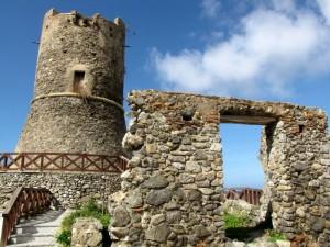 L'antico accesso e la torre