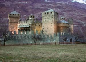 Imbrunire al castello di Fenis