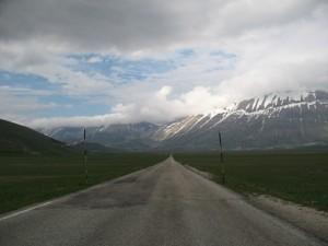La lunga strada per Castelluccio