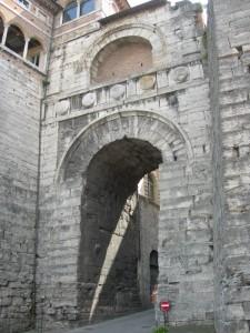 L'arco Etrusco (o di Augusto)