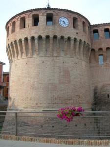 Il torrione con l'orologio a Riolo Terme