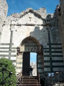 Il castello dell'Imperatore - l'ingresso