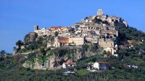 Monte San Giovanni Campano arroccato intorno al castello