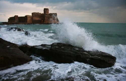 Isola di Capo Rizzuto - onde al castello