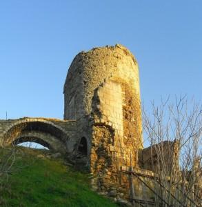 Ruderi delle fortificazioni medievali