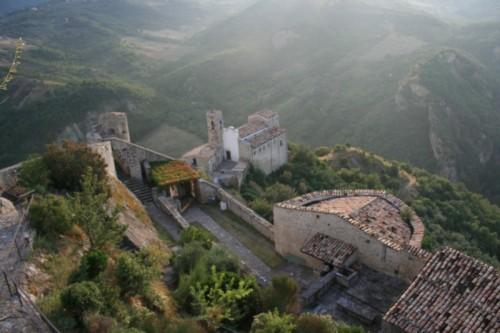 Roccascalegna - L'interno del Castello e Chiesa San Pietro