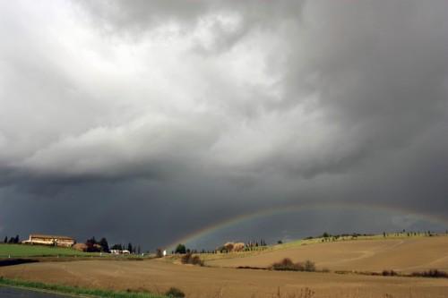 Rosignano Marittimo - In fondo all'arcobaleno, al posto del forziere, c'è un uovo gigante