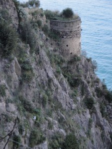 Torre che sorge dalla roccia..