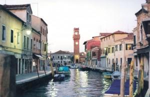 Il campanile in fondo al canale