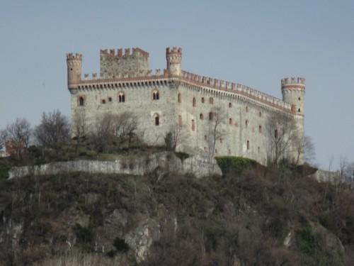 Montalto Dora - castello nella foschia