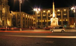 """catania – piazza duomo """"u liottru"""""""