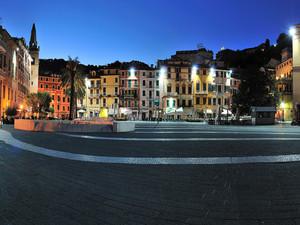 Piazzetta sul porto di Lerici