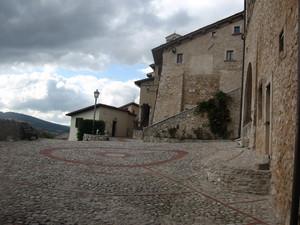 Al centro del piccolo borgo medievale
