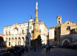 La centralissima e barocca Piazza Antonio Salandra