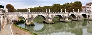 Ponte Sant'Angelo in una grigia giornata autunnale