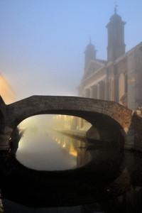 Ponte degli sbirri nella nebbia