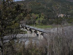 Ponte di collegamento sul torrente che scorre vicino bagaladi