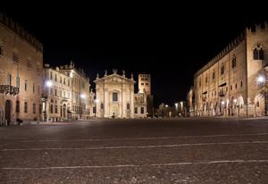La notte a Piazza Sordello