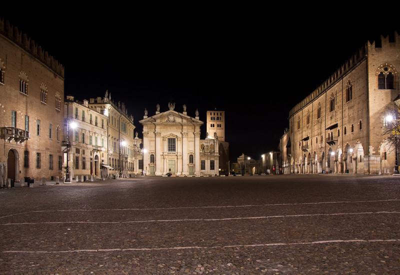 Mantova la notte a piazza sordello for Piazza sordello
