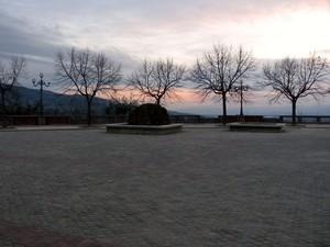 Piazza collina castello
