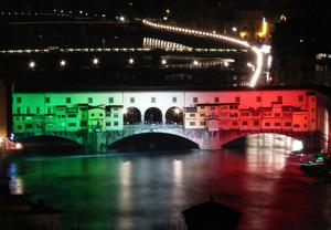 Ponte Vecchio immerso nel Tricolore