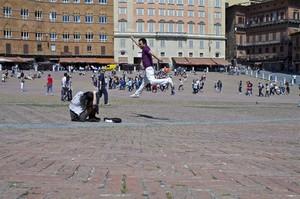 Piazza di Siena con acrobazia
