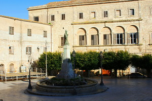 Piazza Madre