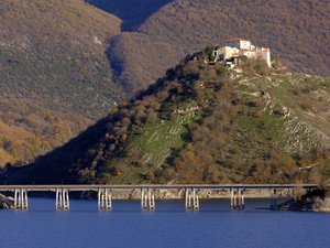 Castel di Tora, il ponte