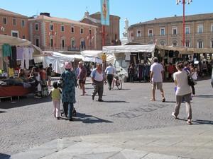 Piazza Saffi Il Mercato