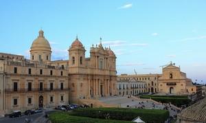 Una monumentale piazza