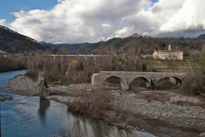 Ponte medievale sul fiume Vara