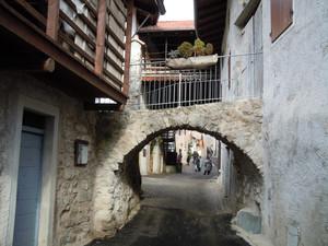 Il ponte tra le case