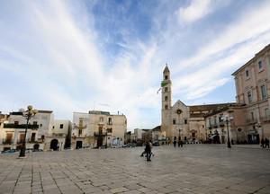 Cammino in Piazza Santa Croce a Palo