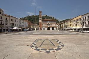 La piazza con gli scacchi