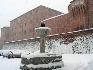 Piazza Castello -nel silenzio ovattato della neve