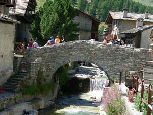 Ponte in pietra di Chianale
